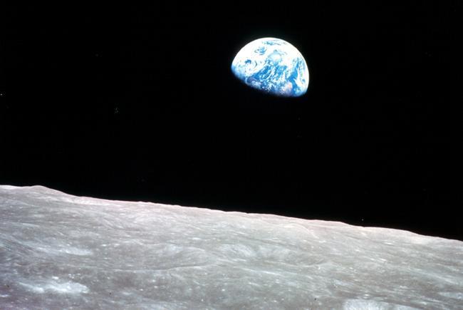 Lever de Terre vue de la Lune par l'équipage d'Apollo 8.