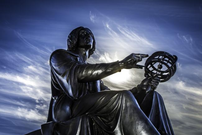 Statut Copernic devant le Planétarium Rio Tinto Alcan