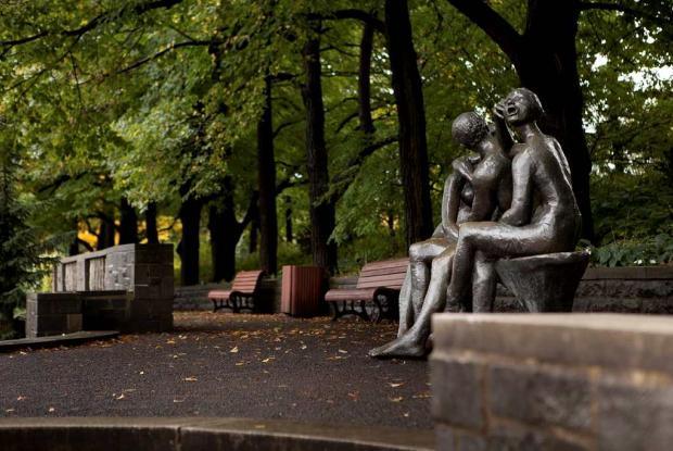 Lover's Bench, sculpture by Léa Vivot