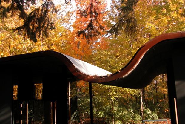 La courbe distinctive du toit du Pavillon d'interprétation