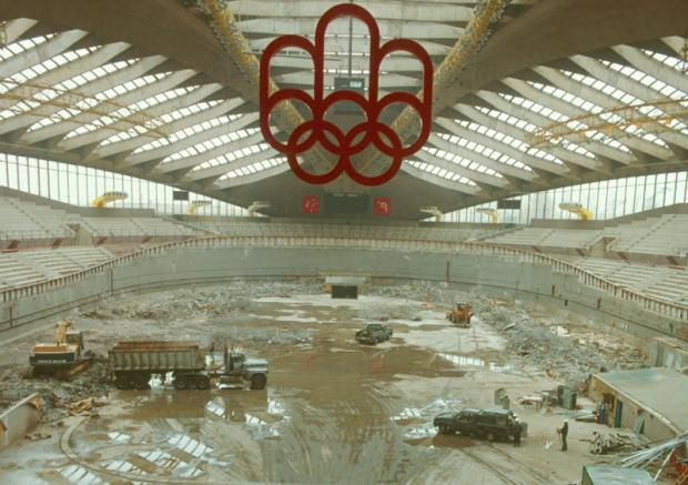 Olympic rings in the Biodôme under construction.
